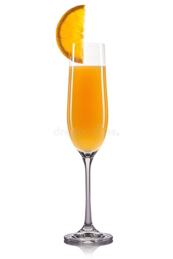 Mimosacoctail i champagneexponeringsglas som isoleras på vit bakgrund royaltyfri foto