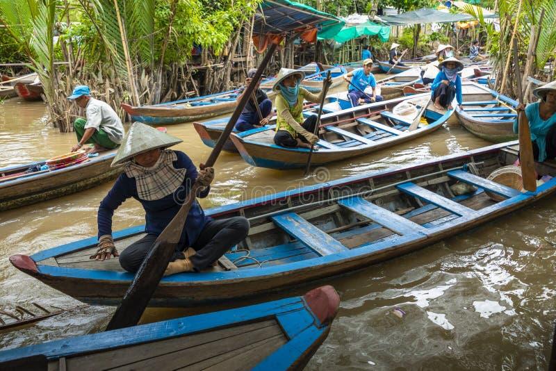 MIN THO, VIETNAM - NOVEMBER 24, 2018: Mekong River deltadjungel c arkivfoto