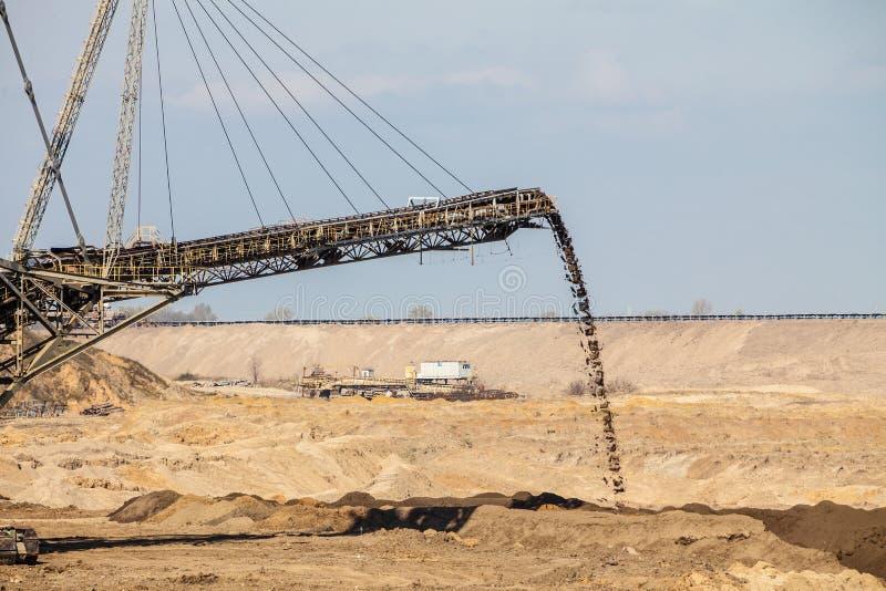 Mina a cielo abierto del lignito Excavador gigante foto de archivo libre de regalías