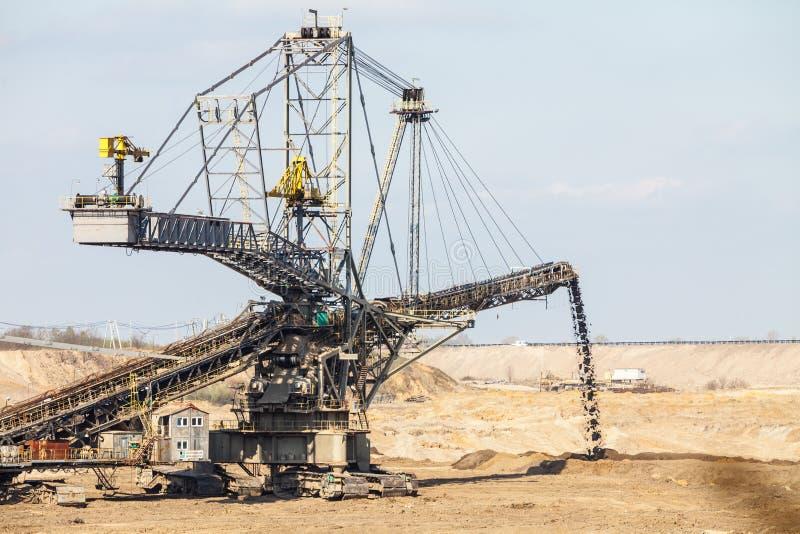 Mina de carvão marrom Opencast Máquina escavadora gigante fotografia de stock