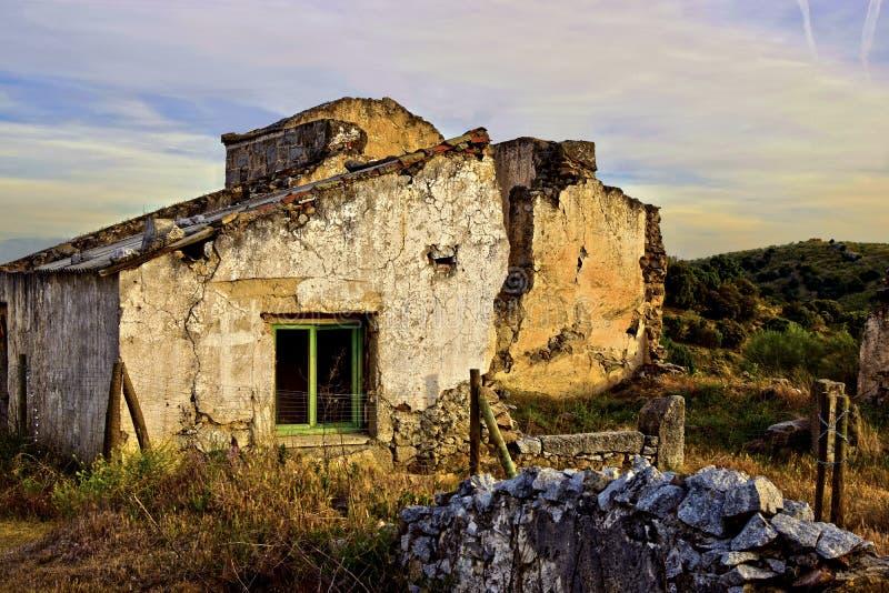 Mina de cobre abandonada no campo imagens de stock royalty free