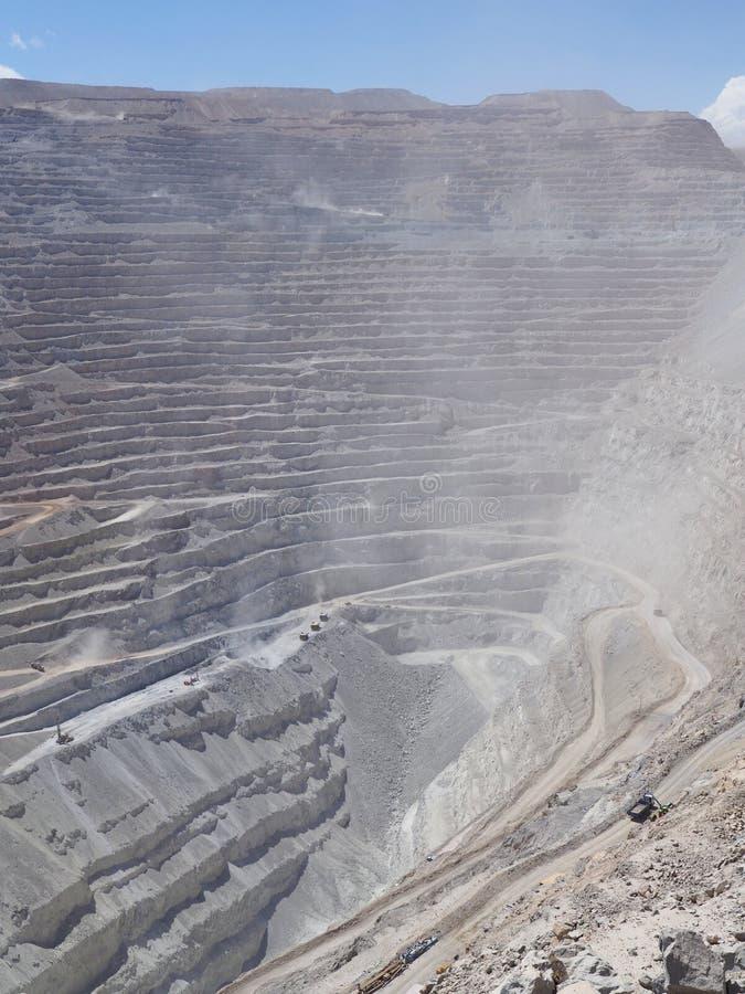 Mina de cobre Chuquicamata de poço aberto no Chile imagens de stock