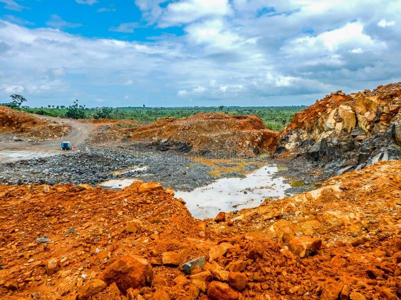 Mina de ferro abandonada velha em Libéria foto de stock