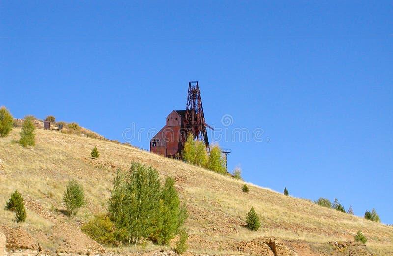 Mina de minério do ouro e moinho de selo perto de Victor Colorado fotos de stock
