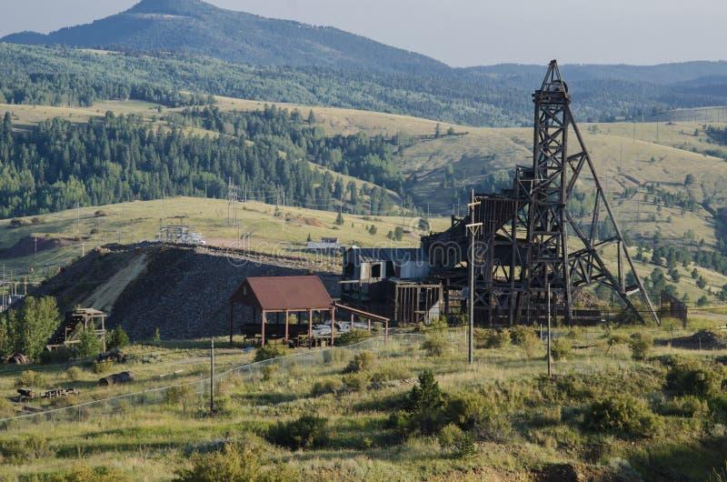 Mina de oro abandonada vieja situada en Victor Colorado imagenes de archivo