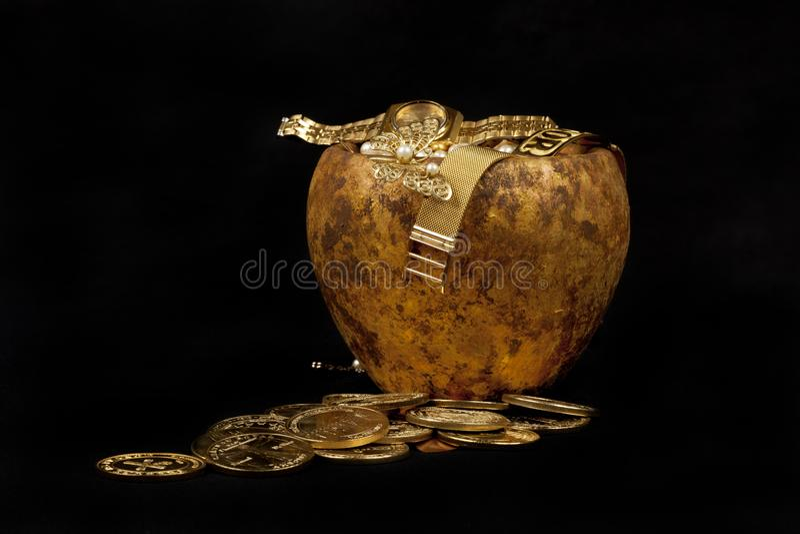 Mina de oro con el fondo negro fotografía de archivo libre de regalías