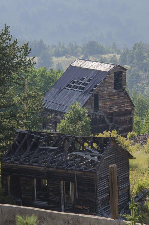 Mina de ouro abandonada velha situada em Victor Colorado fotografia de stock