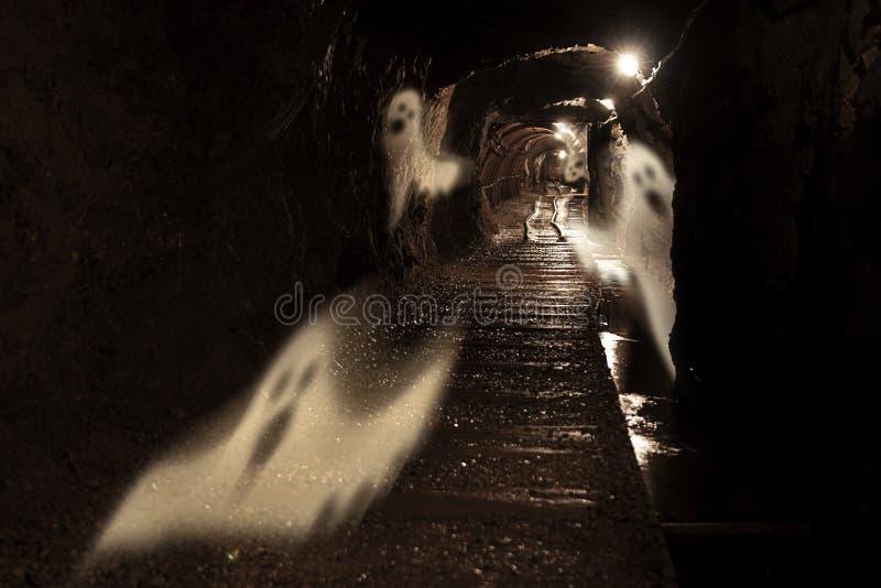 Mina de ouro assustador fotografia de stock royalty free