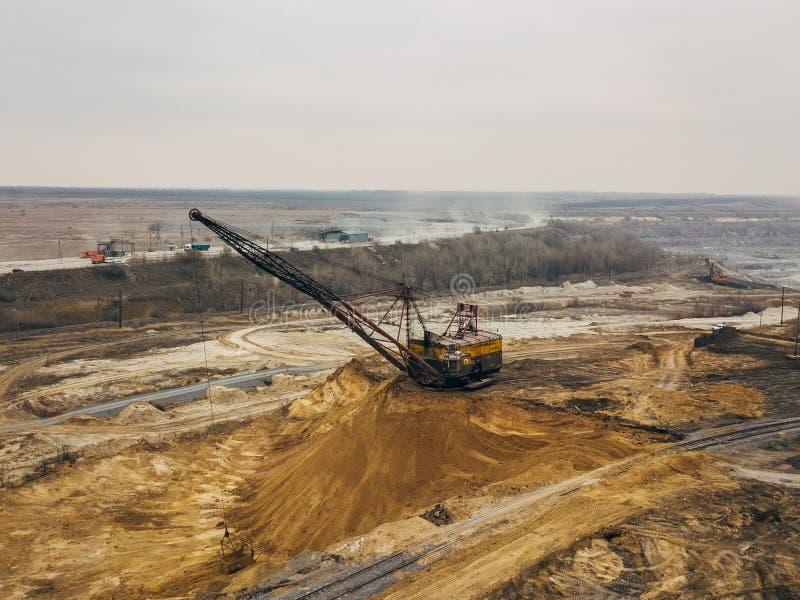 Mina de poço aberto, vista aérea do zangão fotografia de stock royalty free