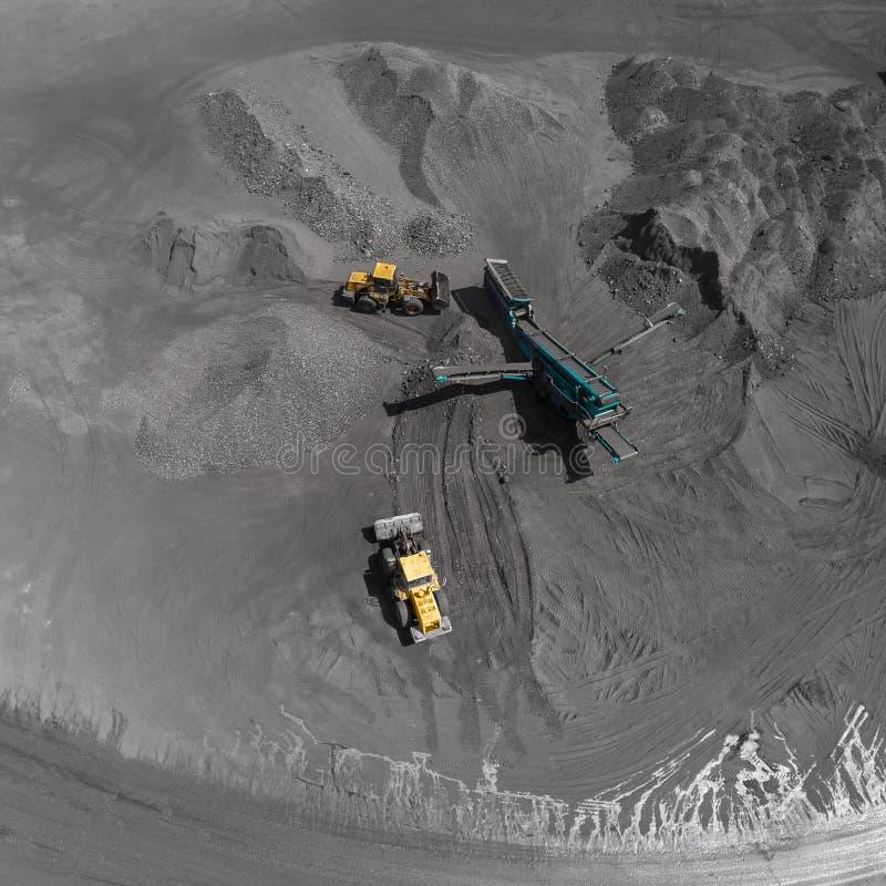 Mina del cielo abierto, raza que clasifica, carbón minero, industria de extracción foto de archivo libre de regalías
