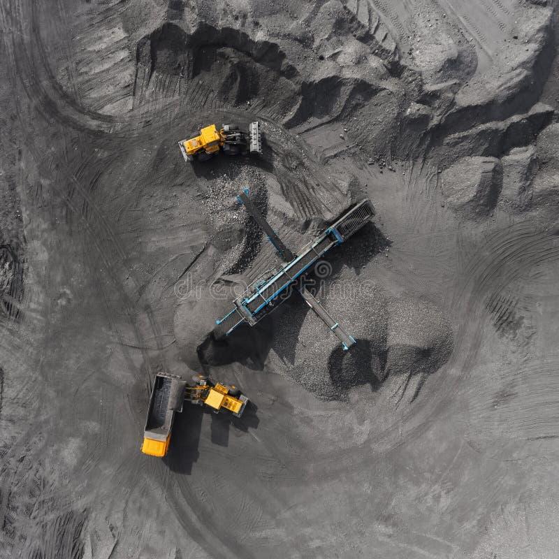 Mina del cielo abierto, raza que clasifica, carbón minero, industria de extracción foto de archivo
