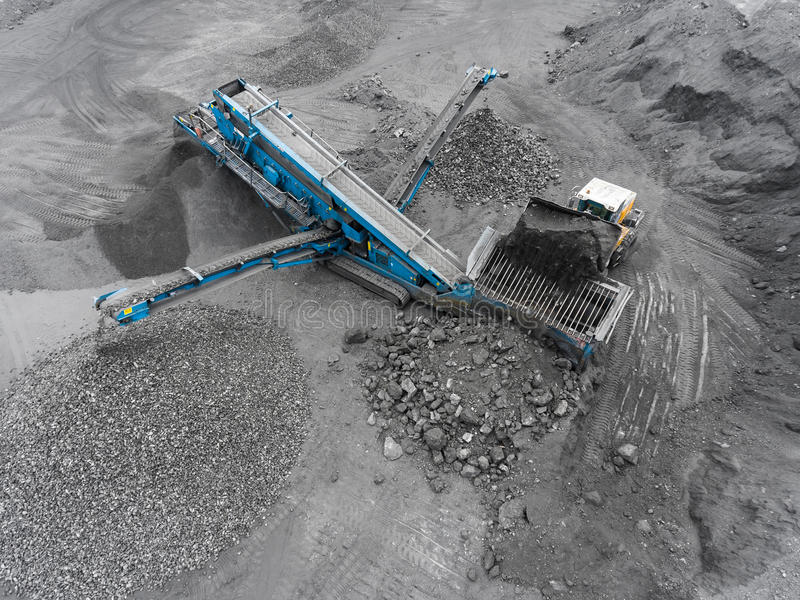 Mina del cielo abierto, raza que clasifica, carbón minero, industria de extracción imagen de archivo