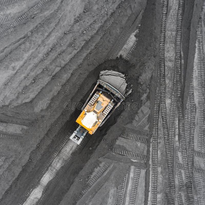 Mina del cielo abierto, raza que clasifica, carbón minero, industria de extracción imagen de archivo libre de regalías