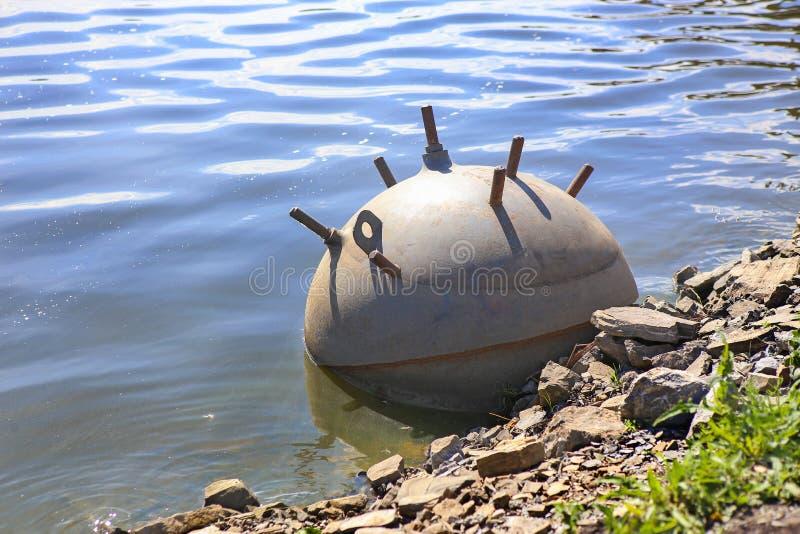 Mina do mar do exército na água imagem de stock royalty free