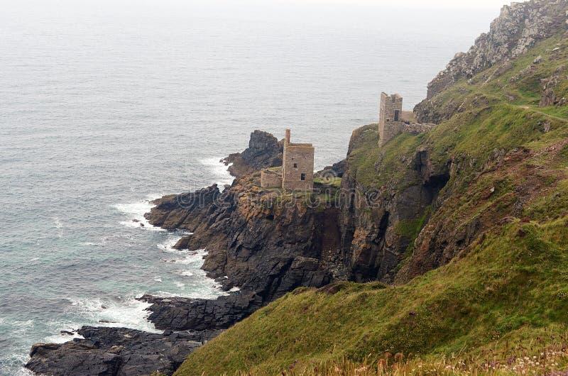 Mina y costa costa, St de Botallack apenas, Cornualles imagen de archivo