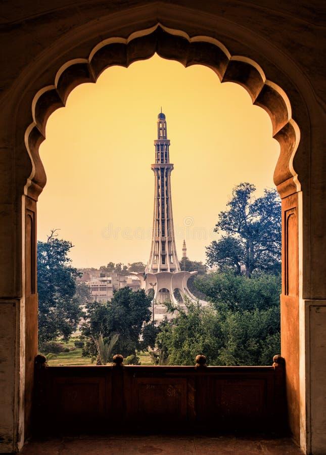 Minar从badshahi清真寺走廊的e巴基斯坦 免版税库存照片