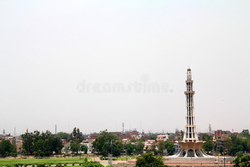 Minar-e-Paquistán y parque de Iqbal imagen de archivo