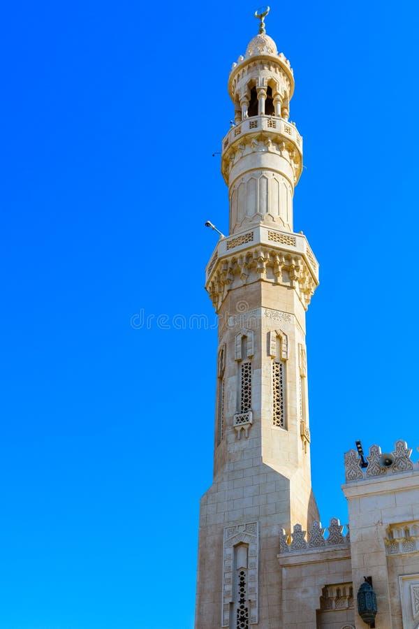 Minaret środkowy meczet w El Dahar okręgu Hurghada miasto, Egipt zdjęcie stock