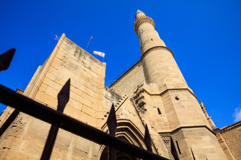 Minaret av den Selimiye moskédomkyrkan av helgonet Sophia i norr Nicosia, Cypern royaltyfria foton