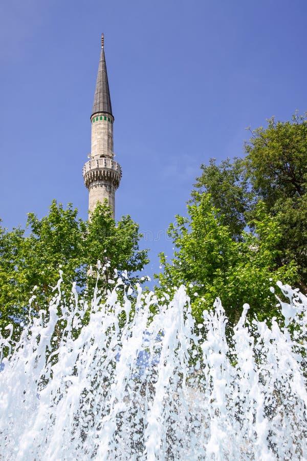 Minaret av Eyupen Sultan Mosque, Istanbul, Turkiet arkivfoto