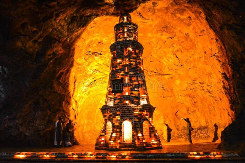 Minaret coloré de sel à l'intérieur du mien de Khewra photos libres de droits