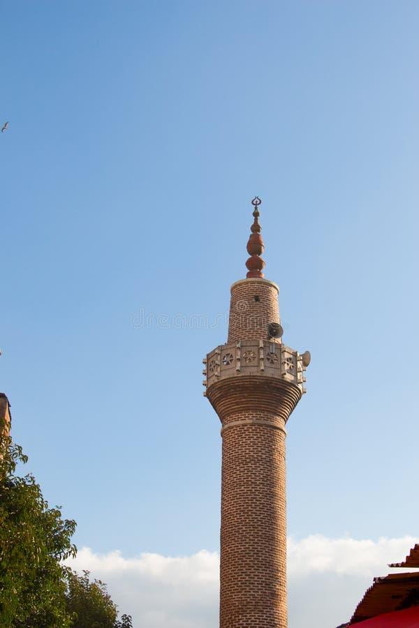Minaret des mosquées de tabouret en vue images stock