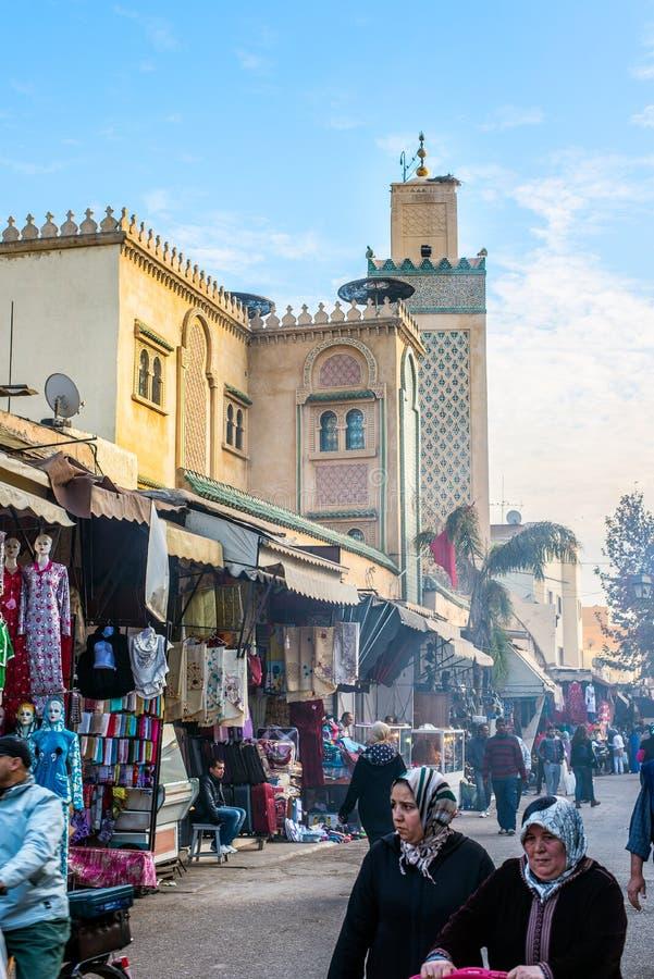 Minaret för storslagen rue- och Jama El Hamra moské Fez El Jdid, Marocko royaltyfri fotografi