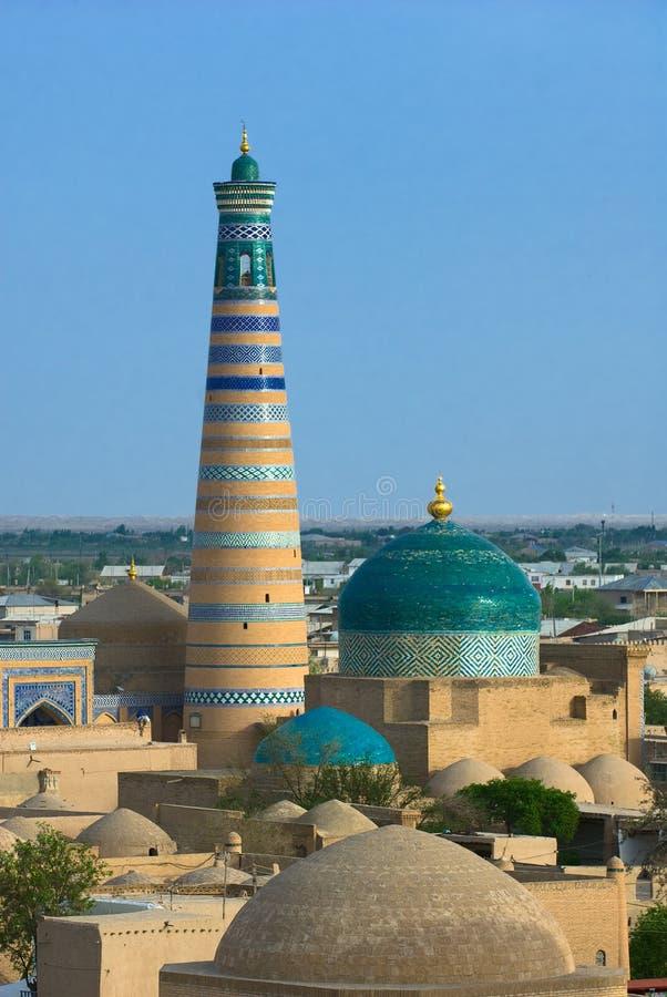 Minaret i forntida stad av Khiva royaltyfri fotografi