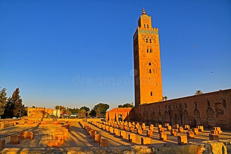 Minaret Koutoubiamoskén i Marrakech, Marocko royaltyfria bilder