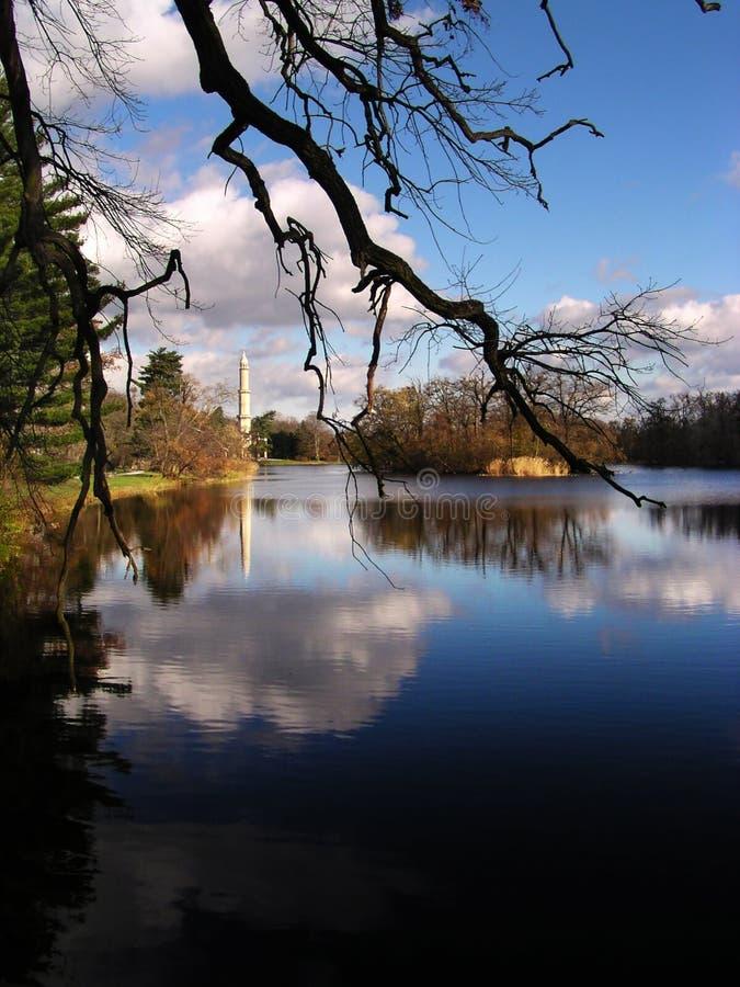 Minaret met het meer royalty-vrije stock foto