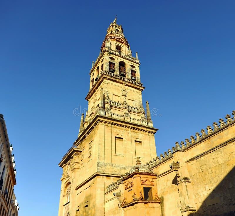 Minaret- och klockatorn av den berömda Cordoba moskén Mezquita de Cordoba, Andalusia region, Spanien arkivbild