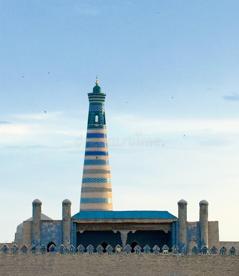 Minaret in oude stad van Khiva, Oezbekistan royalty-vrije stock foto's