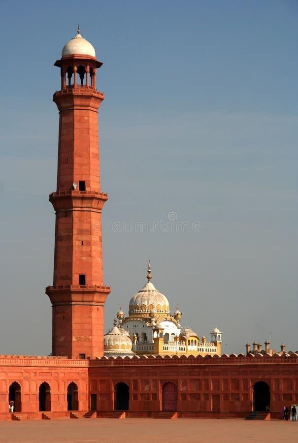 Minaret van de Moskee Badshahi stock afbeeldingen
