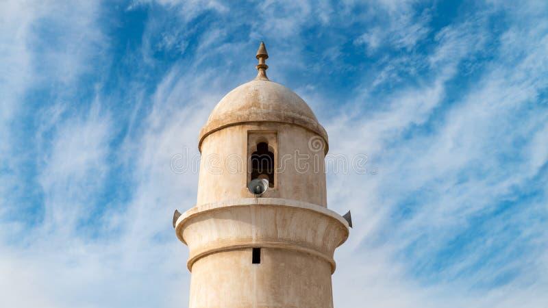 Minaret van de moskee van Souq Waqif, op historisch marktgebied wordt gevestigd, Doha, Qatar dat stock afbeeldingen