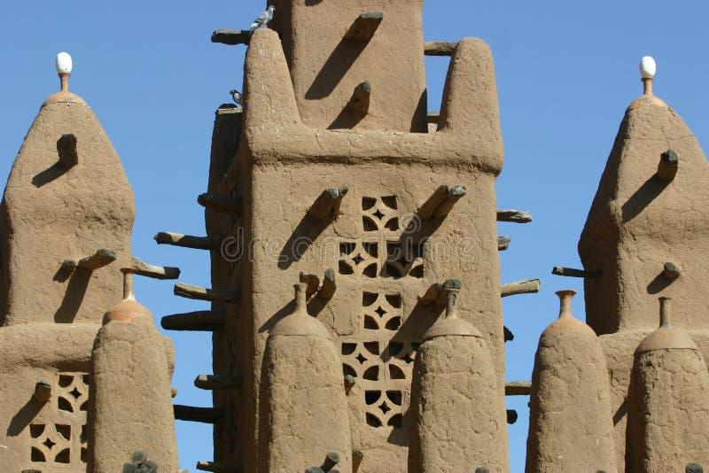 Minaret van een mosk die van modder in Mali wordt gemaakt stock foto