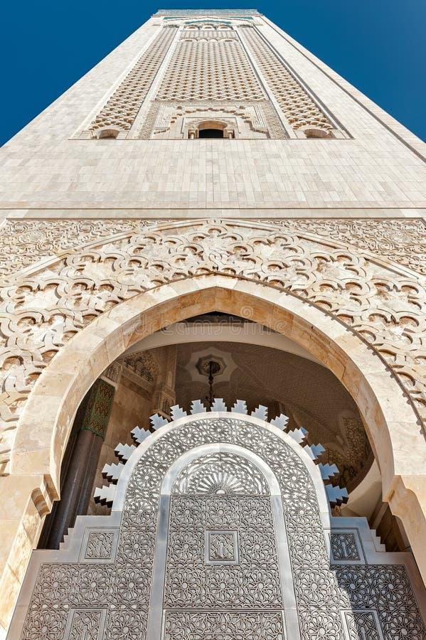 Minarete Casablanca da mesquita de Hassan II da porta da entrada fotografia de stock royalty free