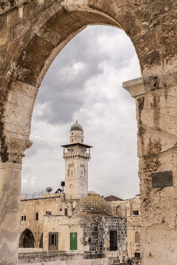 Minarete Chain através da arcada ocidental fotografia de stock