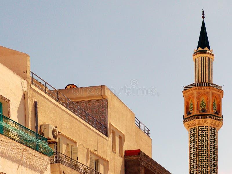 Minarete - cidade de Hammamet - Tunísia. imagens de stock royalty free