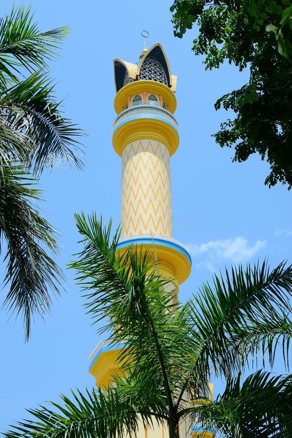 Minarete na mesquita Center islâmica em Mataram, Lombok, Indonésia imagem de stock