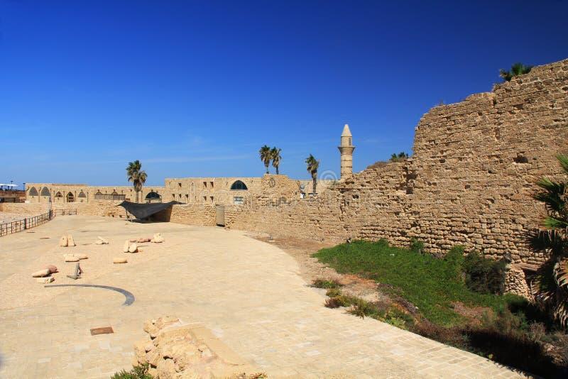 Minarete no parque nacional de Caesarea Maritima imagens de stock