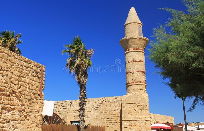 Minarete no parque nacional de Caesarea Maritima foto de stock