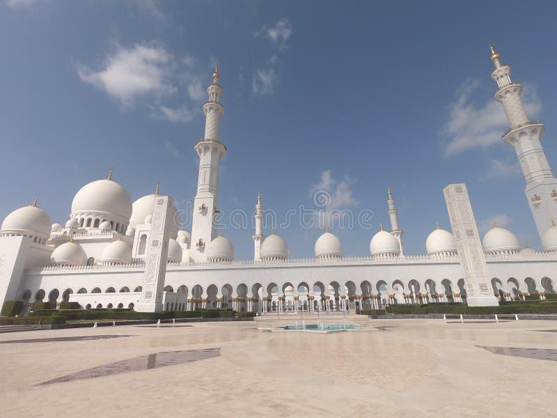 Minaretes de Sheikh Zayed Grand Mosque na manhã em Abu Dhabi fotos de stock royalty free