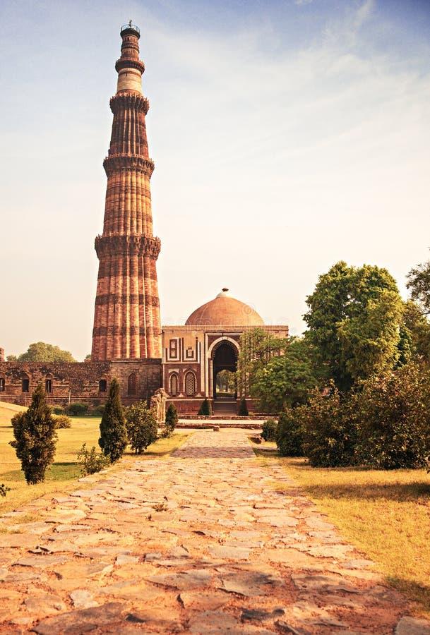 Minareto del mattone della torre di qutub minar a delhi for Costo del mattone da costruire