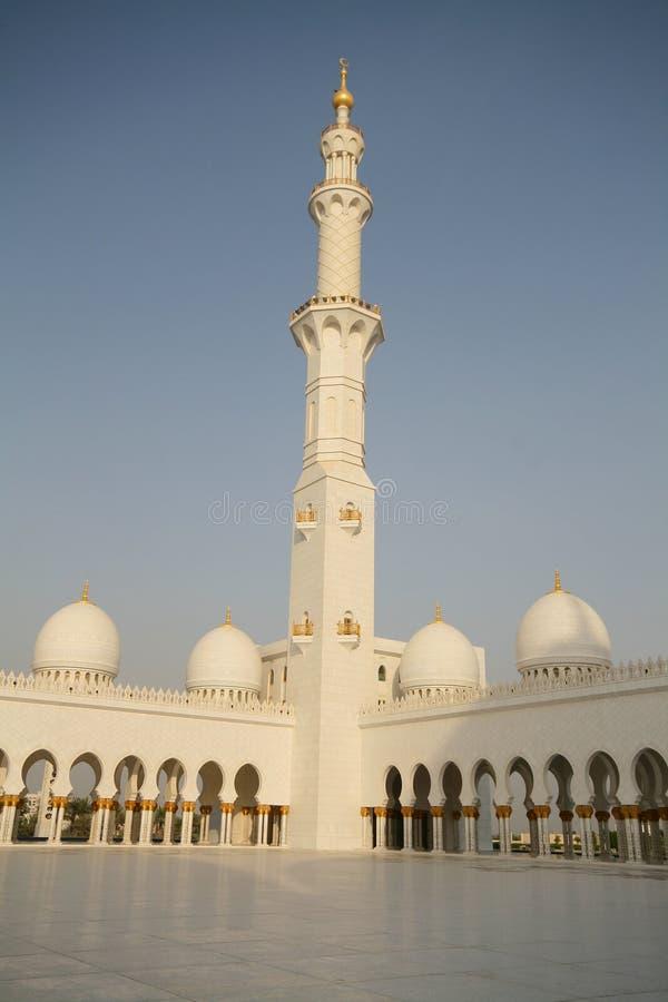 Minareto della moschea dello sceicco Zayed nell'Abu Dhabi fotografia stock libera da diritti