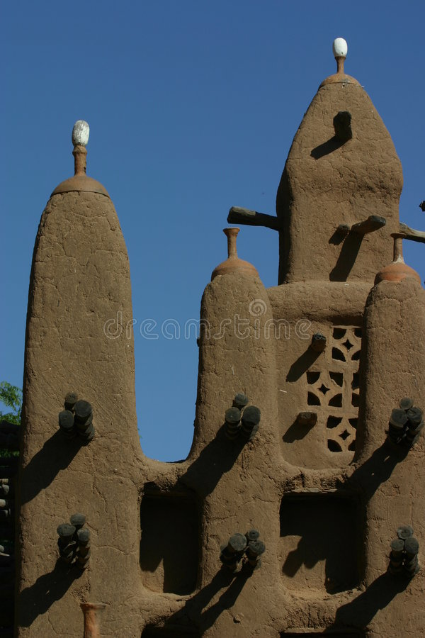 Minaretts eines mosk gebildet vom Schlamm in Mali lizenzfreies stockbild