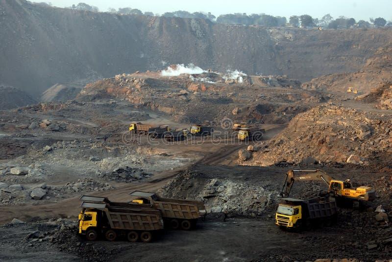 Minas de carvão Opencast indianas foto de stock