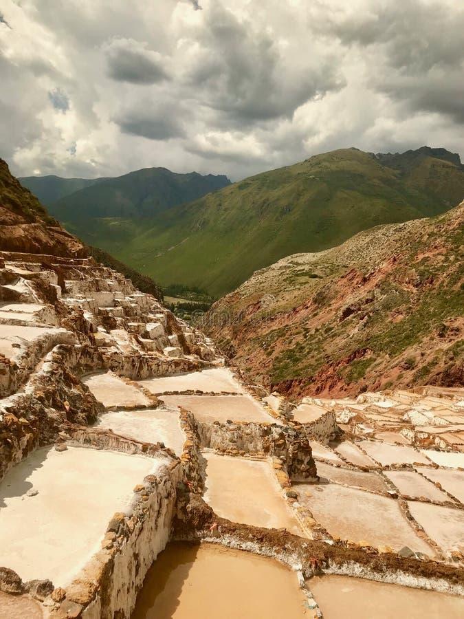 Minas de sal de Maras em Cuzco, Peru fotos de stock