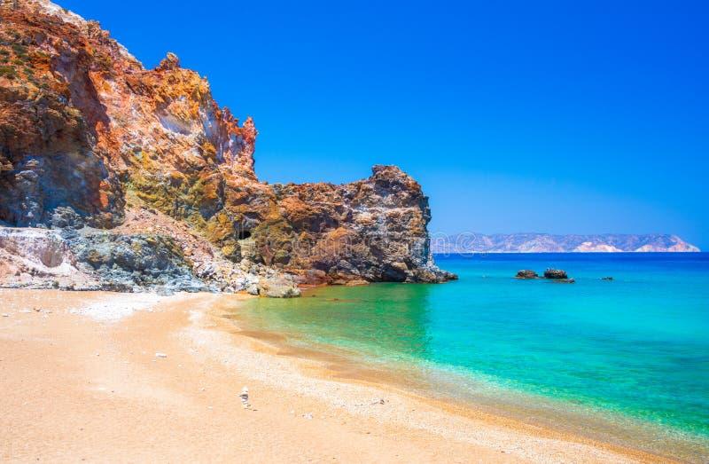 Minas do enxofre e praia abandonadas, Milos ilha, Cyclades foto de stock
