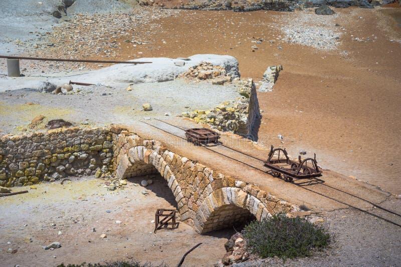 Minas do enxofre e praia abandonadas, Milos ilha, Cyclades fotos de stock