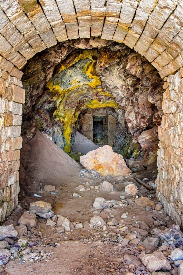 Minas do enxofre e praia abandonadas, Milos ilha, Cyclades fotos de stock royalty free
